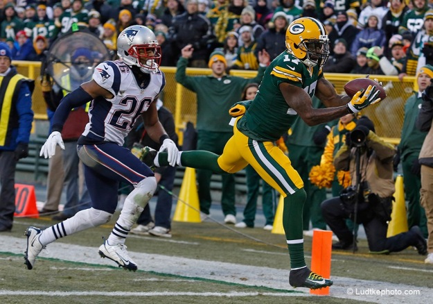 Patriots Packers Football